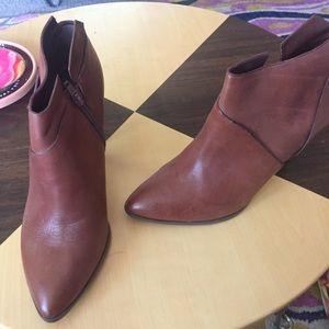 Carlos Santana brown leather booties Sz 8.5